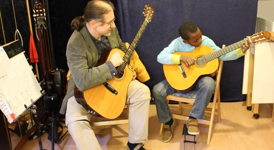 Gitarrenunterricht mit Kindern 1