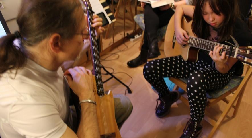 Gitarrenunterricht mit Kindern 2
